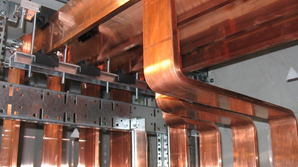 Ductos de Barras de Cobre Sólido para el conexionado de un Panel de Media Tensión, al interior de una Sala Eléctrica